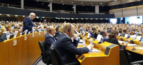Il presidente klaus algieri intervenuto oggi al for Oggi al parlamento diretta